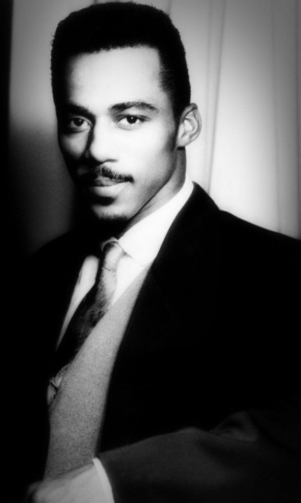 Ralph Tresvant  Ralph Tresvant (born Ralph Edward Tresvant Jr. May 16 1968) is an American tenor singer best known as one of the lead singers in R&B and pop group New Edition.  Biography Heads of State  In 2008 he began touring with Bobby Brown and Johnny Gill in a new group named Heads of State.  http://ift.tt/1Xc9B4G