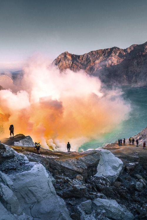 """Crater Volcano """"Kawah ijen"""" - Indonesia"""