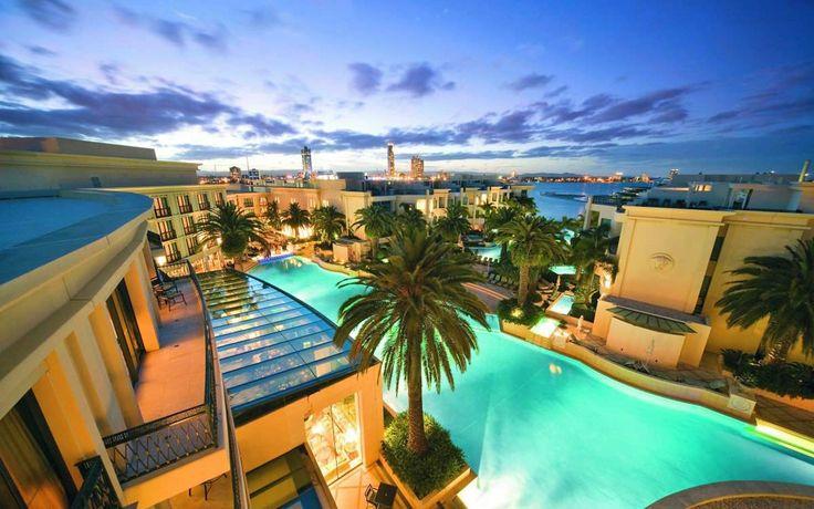 Отели Голд Кост. Австралия. Потенциальные путешественники в Голд Кост избалованы выбором при поиске вариантов размещения. И это не удивительно ведь основным направлением города является туризм. Огромное количество отелей, апартаментов, мотелей иногда может затруднить выбор.
