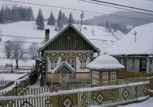 Ciocăneşti, satul de basm din Bucovina, Romania http://www.traditionalromanesc.ro/articol/articole/reportaje-interviuri/ciocanesti-satul-de-basm-din-bucovina_641.html