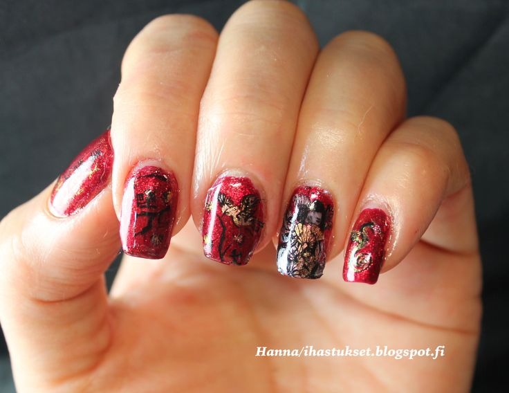 Chinese New Year nail art. Reverse stamping with Moyra´s Tattoo plate and moyra´s gel look polish