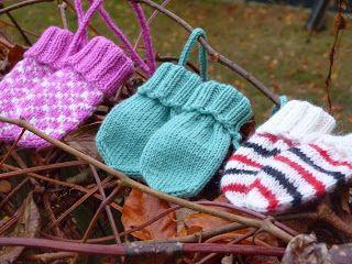 Mest Stickat: Tummlösa baby-vantar