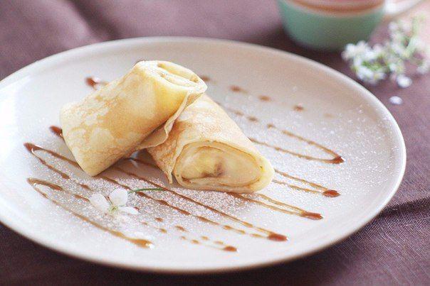 Pancakes with custard and bananas!