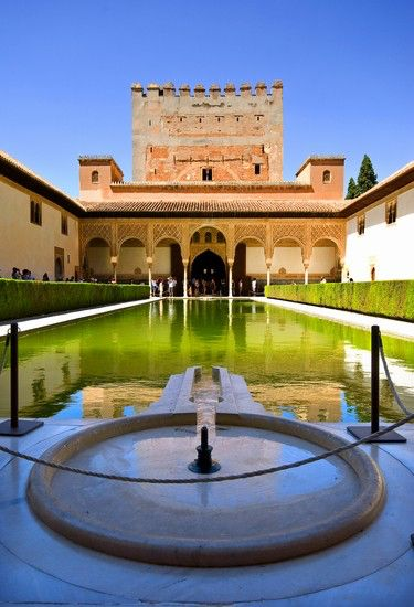 Image issue du site Web http://images.placesonline.com/photos/18103_granada_alhambra.jpg