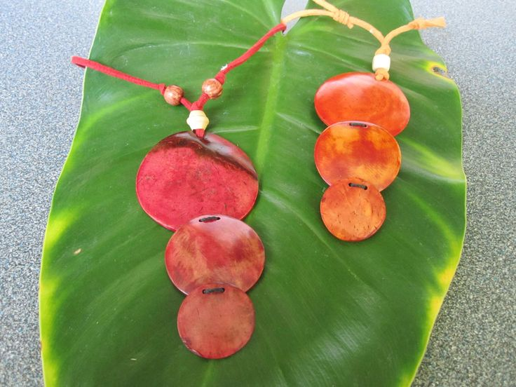 Accessories : Circle Coconut Necklace
