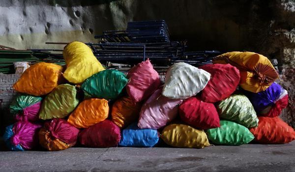 한박사 @Mondrian_K / 세상에 쓰레기들이 넘쳐난다.  악취가 더 심해지는 요즘이다.  쓰레기들조차도 아름다운 세상이 되길 바라며...  Photo by Dr.Han  / #골목 #놓아두기 #쓰레기 / 2014 06 03 /