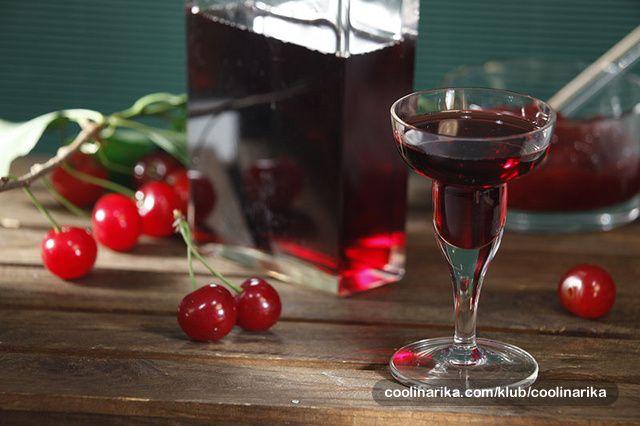 Kiselkasti okus višanja mnogima se ne sviđa ali se zato okusu i mirisu domaćeg likera teško može odoljeti. Ukoliko vam je okus prejak razblažite ga kockicom leda i polako uživajte u čašici ovog napitka.