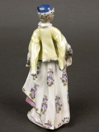 noblewoman in Polish dress, porcelain figurine made about the middle 18th century in Meißen (Germany, Saxony), in the collection of the Czartoryski Museum