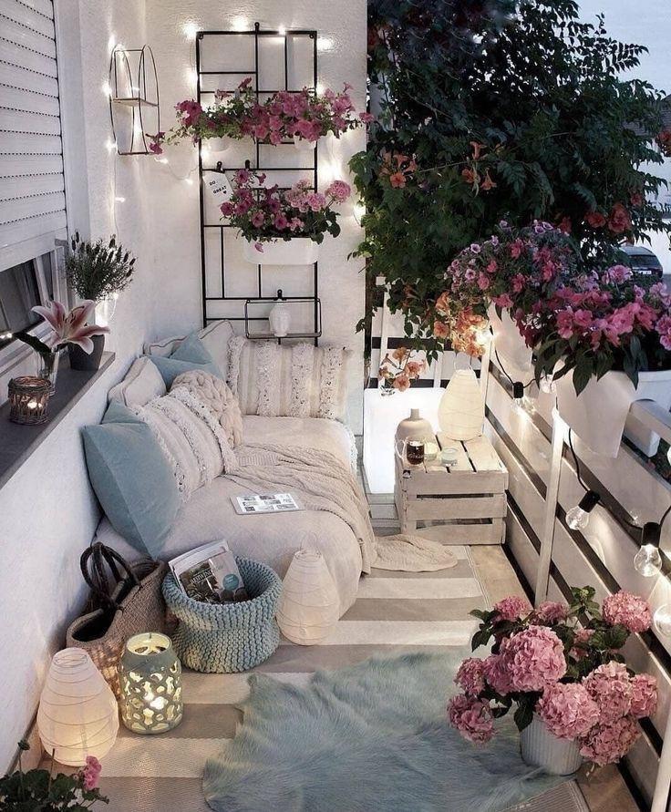 Los angeles terrasse comfortable parfaite pour un second de détente ! Des fleurs, des plaids, d…