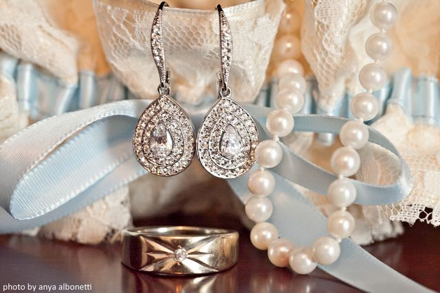 "(great idea) Get a picture of all of your ""somethings"" - something old, something new, something borrowed, something blue. @Latisha Carlson: Photos Ideas, Something Old, Wedding Day, Cute Ideas, Something Borrowed Ideas, Something Blue, Bride, Great Ideas, Earrings"