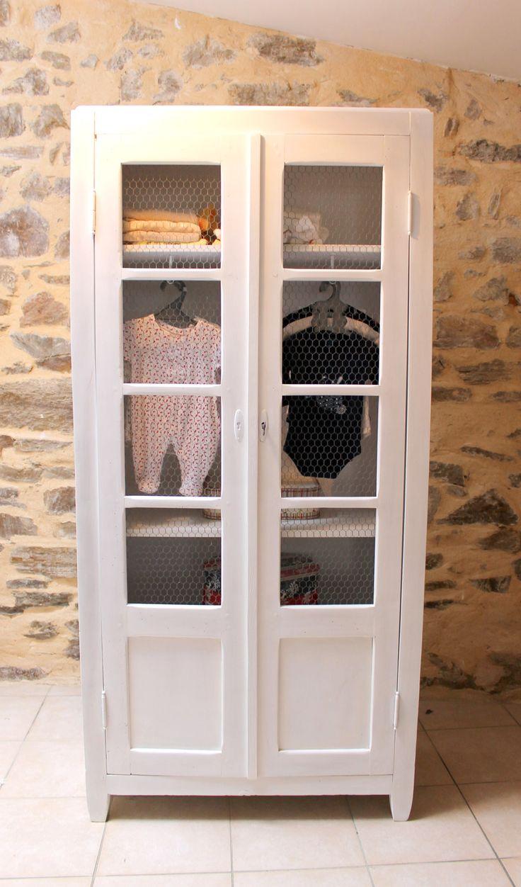 Une armoire troite pour enfant restaur e id es d co for Peindre une armoire en pin