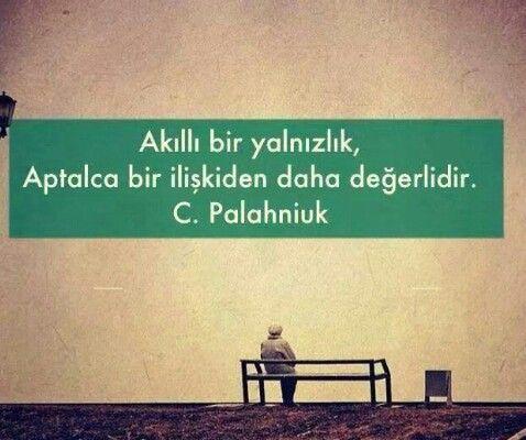Akıllı bir yalnızlık aptalca bir ilişkiden daha değerlidir... C. Palahniuk.
