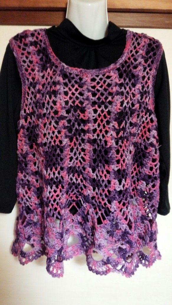 パイナップル編みのベストです。長い季節着用できます。ゆったり着れるように大きめに作りました。写真ではわかりづらいかもしれませんが、ピンクとパープルのマーブル毛...|ハンドメイド、手作り、手仕事品の通販・販売・購入ならCreema。