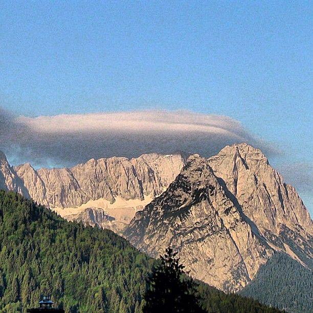#waxensteine #jubiläumsgrat in der #morgensonne #garmisch #partenkirchen #alpen #alps #bavarianalps #wettersteingebirge #sommer2013 #nature #nature_lovers #bd #bdphotoshare #rightnow #fromwhereistand #balkonblick #viewfrommybalcony #Padgram