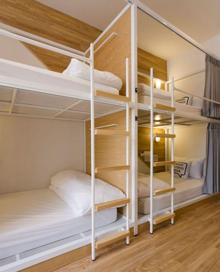 Leitern aus Holz und Metall für die Doppelstockbetten
