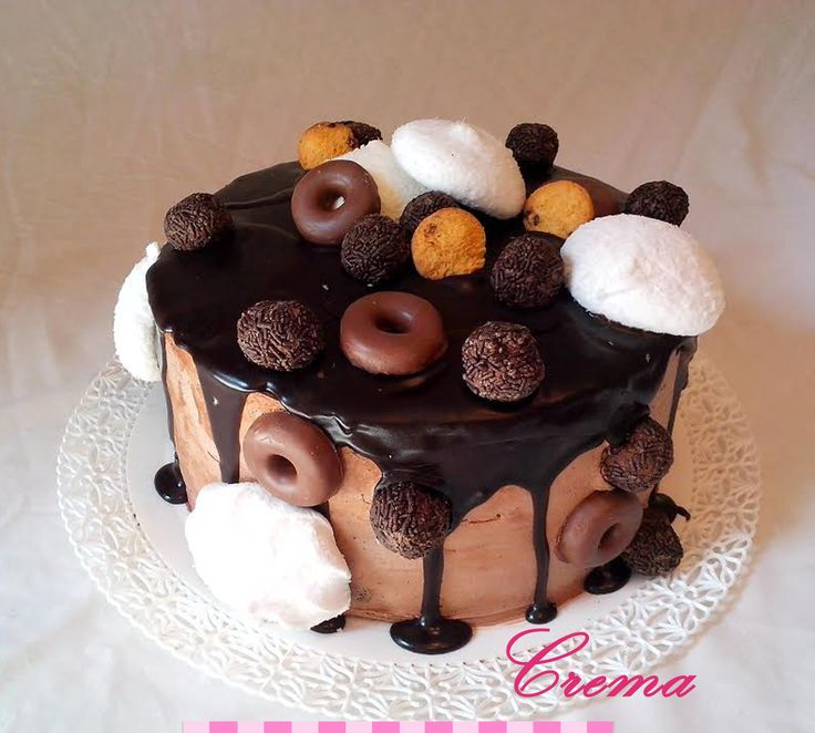 Torta de brownie con chocolates