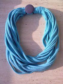 FeltroSenzaFiltro: Tutorial #2 - Come fare una sciarpa da una maglietta // How to make a t-shirt scarf