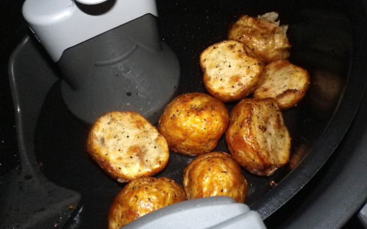 Roasted New Potatoes With Garlic Actifry Recipe In 2020 Actifry Recipes Actifry Small Potatoes Recipe
