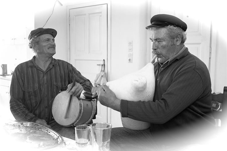 """Askomantoura"", the most traditional instrument of Cretan music"