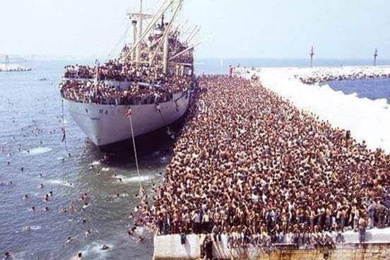"""FB_IMG_1436035936197 """"Az afrikai emberek arról számolnak be, hogy azokon a hajókon, amelyek őket szállítják, amerikai zászló van. Ez azt is jelentheti, hogy az amerikai kormány az ottani pénzoligarchák támogatásával és engedélyével történnek az események."""" http://hir.ma/kulfold/elkezdodott-europa-megszallasa-amerikai-strategiaval/542232"""