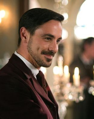 Emun Elliott, Scottish actor, b. 1983 - such an attractive dimple!