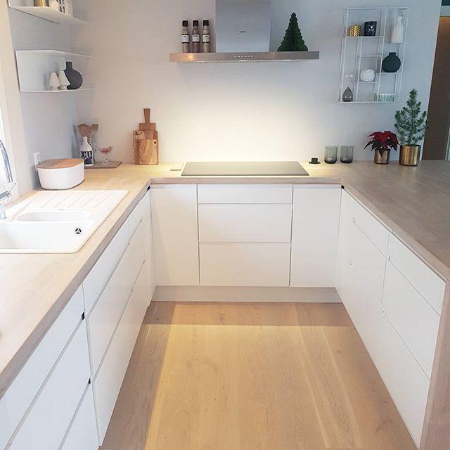Enjoy your evening 😘✨ _________________________________________ @mittlillehjerte #dittlillehjerterom #inspoformilla #whiteinterior #ssevjen #rom123 #hus10a #mynordicroom #inspiremeinterior #casachicks1 #putti123 #finehjem #myhome #mykitchen #kitchen #nordiskehjem #interiør #interiør123 #interior #interior123 #interior4all #interior4you1 #interiorwarrior #immyandindi #kajastef #unike_hjem #interior_and_living #mitinspo @mitlyse #ingerliselille_inspo @interior_magasinet #interiormagasinet