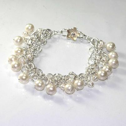 Sylvia White - Galadryl Schmuckdesign auf KUSELVER, Handgefertigtes Sterling Silber Chainmail Armband mit Perlen