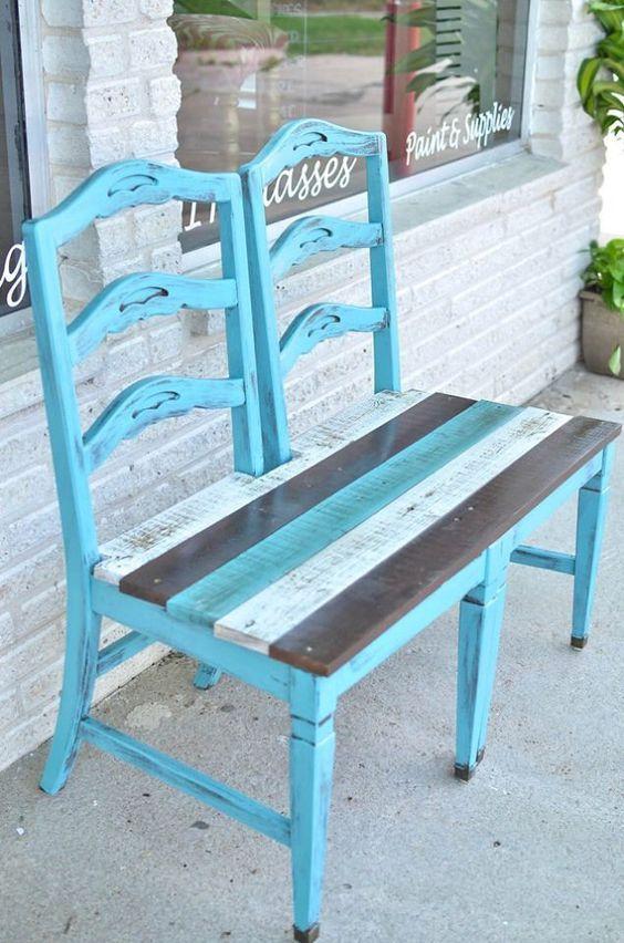 Stühle als Sitzbank