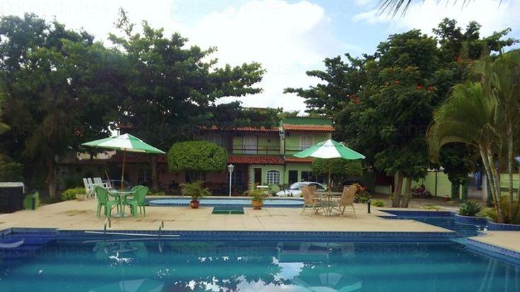 A Pousada SPA Shangri-lá está situada em Cabo Frio - RJ - a 400 m da Rodoviária e a 1,2 Km da Praia do Forte. A pousada aceita animais de estimação e dispõe de recepção 24 horas, sala de TV, jardim, 3 piscinas (duas para adultos e uma infantil), estacionamento, salão de jogos, mini academia, WiFi e café da manhã.