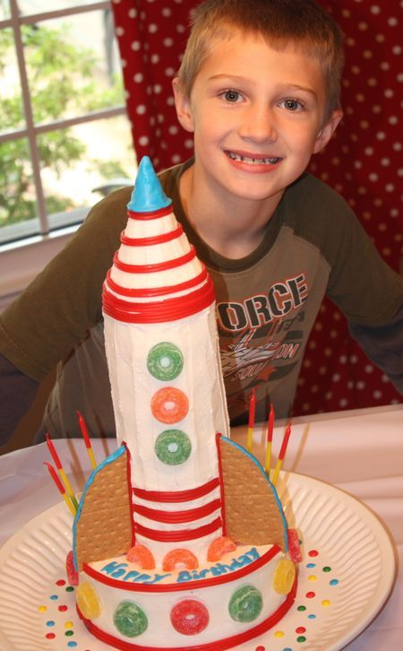 tutorial: how to make a rocket cake out of donuts