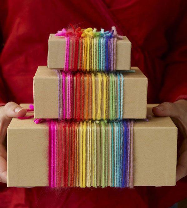 new use for scrap yarn.: Gift Wrapping, Giftwrap, Yarns, Rainbows, Gifts Wraps, Wraps Gifts, Gifts Boxes, Wraps Ideas, Brown Paper Packaging