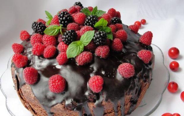 Czekoladowe ciasto z malinami. Palce lizać!