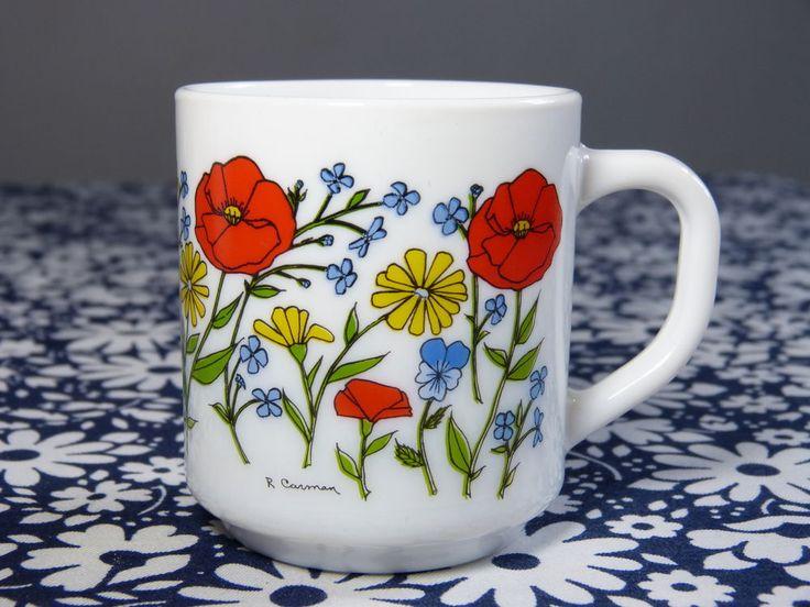 Tasse mug ARCOPAL décor fleurs sauvages signé R Carman - vintage années 70 80 / Wild flower decor ARCOPAL mug designed by R. Carman - French 70s 80s vintage