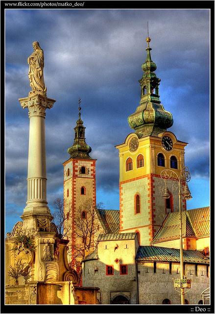 Symboly mesta, Morový stĺp, Veža kostola, Veža Barbakanu
