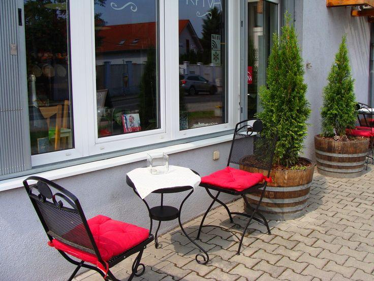 Vychutnajte si každý deň kávu, alebo chladené nápoje u nás na terase pod markízou. ..... www.vinopredaj.sk ......  #leto #terasa #inmedio #vinoteka #obchod #kava #coffee #kavanaterase #vino #wine #wein #ochutnaj #zatavsa #slnecnyden #podmarkizou #inmedio #kavicka #