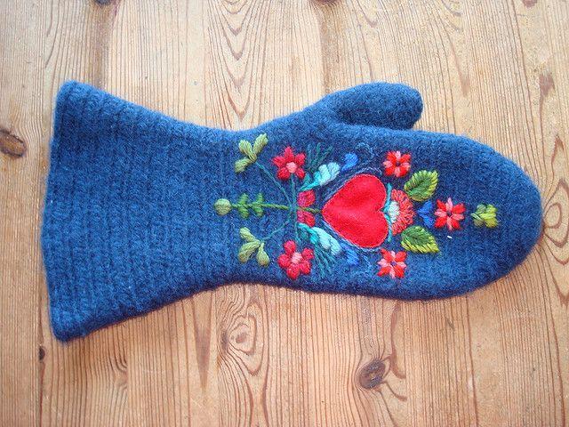EvaL8's mitten- gorgeous Scandinavian folk embroidery