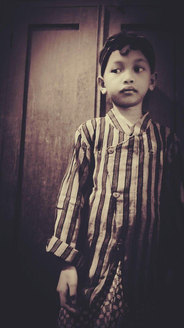 Mengenalkan pakaian tradisional kepada anak sejak dini