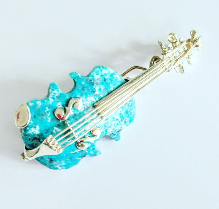 Brooch or pendant violin with turquoise