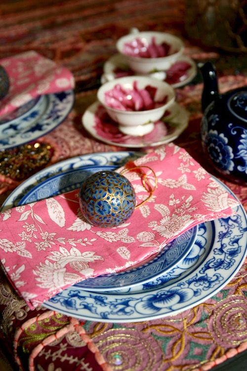 Holiday Table Decor/Collectivitea #pink #blueandwhite #tabletop #entertaining #thanksgiving #tablescape #boho