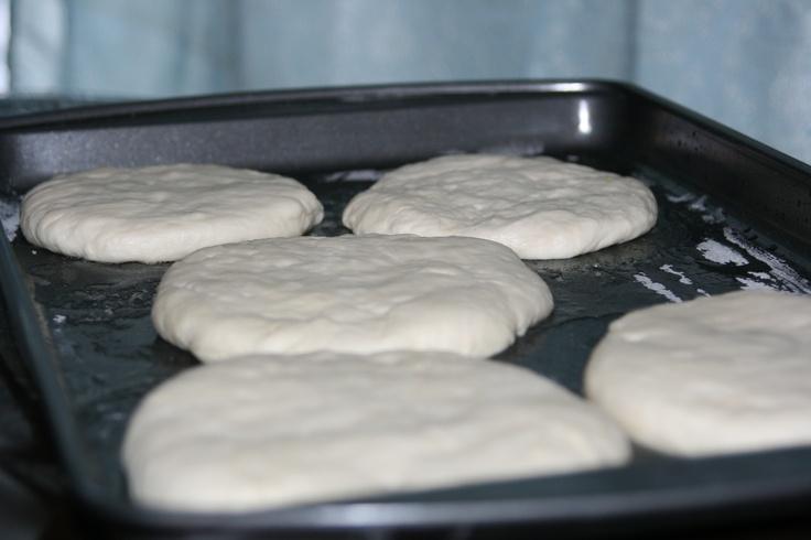 Pain maison aux graines de sésame http://www.recettesmaroc.com/recettes/patisseries/recette-pain-maison-avec-graines-de-sesame