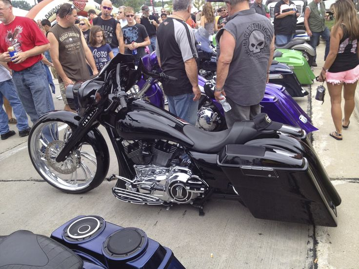 Sexy Custom Harley Davidson! Can I please have!!!