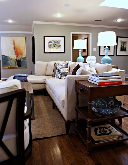 Console behind sectional with paired lamps.