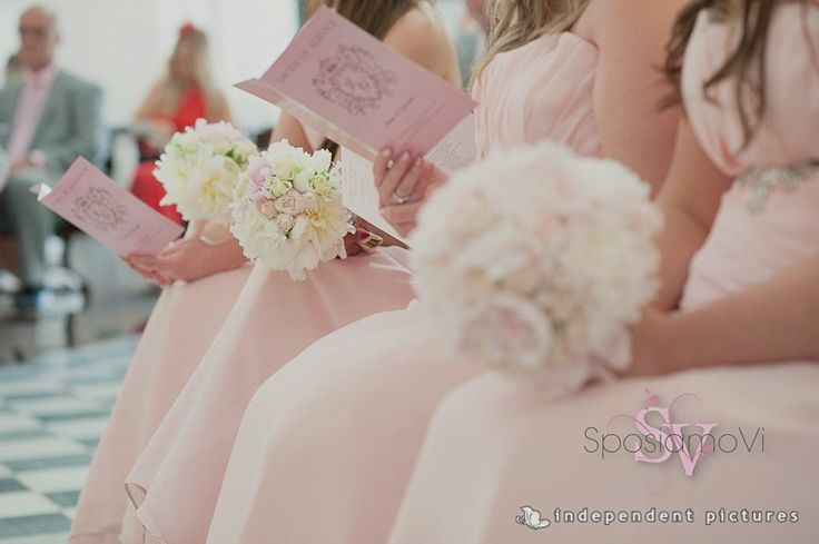 Pink bridesmaids dresses are always much appreciated by girly girls! www.sposiamovi.it