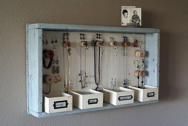 leuke opberger voor juwelen en prulletjes! vrij rustiek, maar kan in elke stijl zelfgemaakt worden.