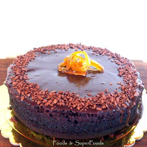 Απίστευτο σοκολατένιο , χωρίς βούτυρο και ζάχαρη με μια ιδέα espresso ν' αρωματίζει υπέροχα αυτό το μαλακό, ζουμερό, αφράτο κέικ. Αν θέλετε μπορείτε να αντικαταστήσετε το μέλι με ζάχαρη, αλλά αν πρ…
