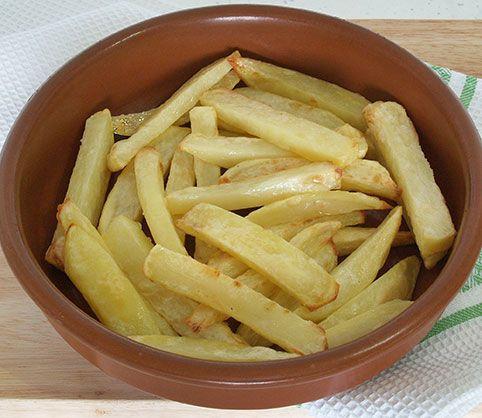 Cómo hacer patatas fritas sin aceite     Patatas fritas sin aceite   ¿Te gustan las patatas fritas? A quién no!!! A mí me chiflan porque están increíblemente ricas, pero el problema es que las frituras no son muy buenas para la salud