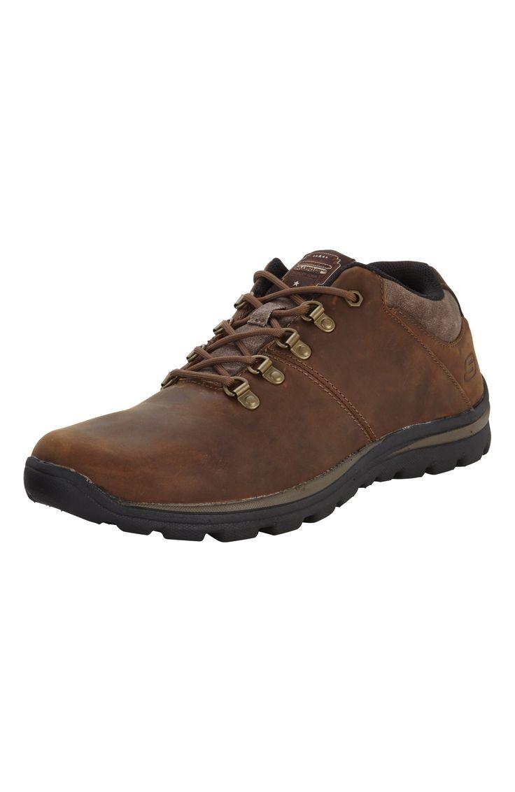 Športová obuv značky Skechers so stielkou z pamäťovej peny pre väčšie pohodlie.