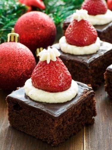 Santa hat brownies<<< cute idea I'll have to remember these for Christmas pot luck @ work