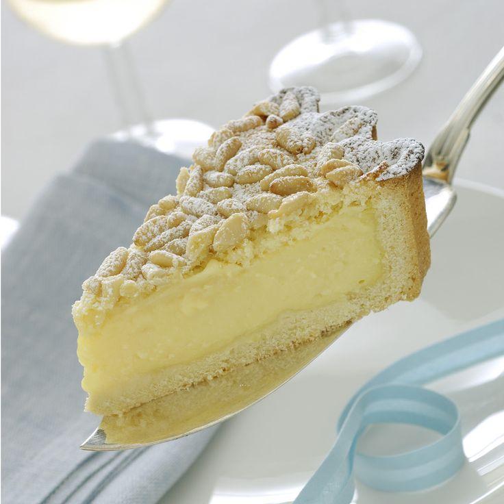 Torta della nonna con crema e pinoli http://ricette.donnamoderna.com/torta-della-nonna-con-crema-e-pinoli