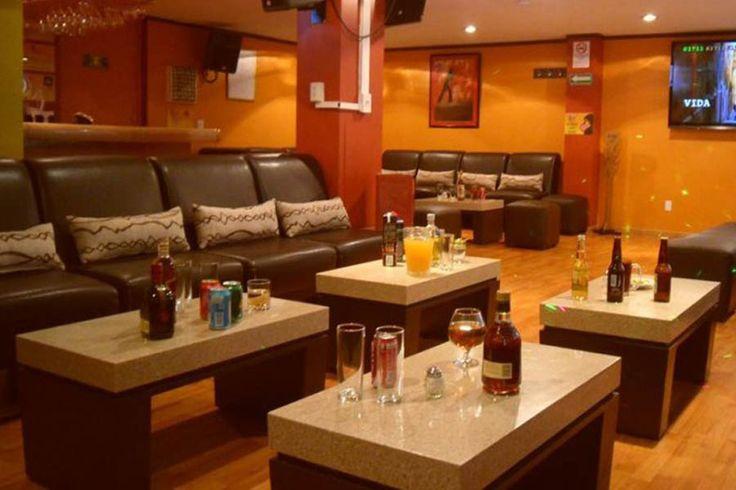 Canta Bar Collage tiene tres salones VIPdonde podrás estar sólo con tu grupo de amigos, para que echen el gorgorito a gusto. El fin de semana te llama: #findesemana #cantabar #karaoke